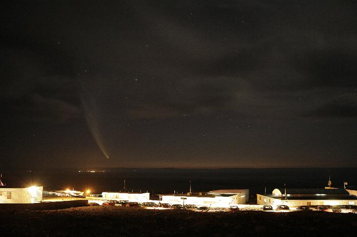 Comet McNaught above the ALMA OSF